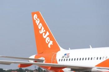 EasyJet plane tail wing - DataClaim